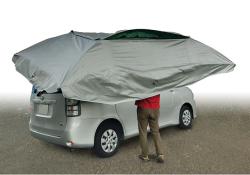 パラクールを車の天井に載せます。
