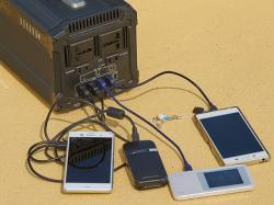 【使用例】4つのスマートフォンを充電