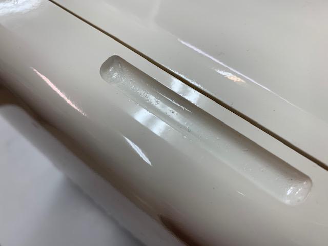 アウトレット番号W0003 扉取手部の塗装ゴミ